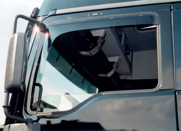 Side Window Deflector Mercedes Actros MP2 / MP3 (Clip)