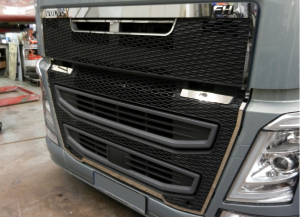 Stainless grillcontour VOLVO FH4 (OUTER)