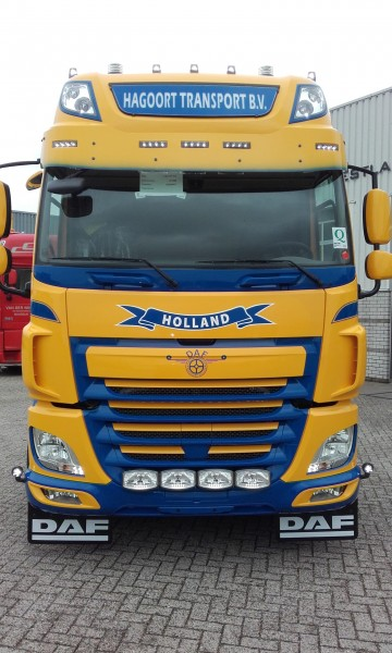 Extended sun visor for DAF CF Space Cab with 5 holes euros6
